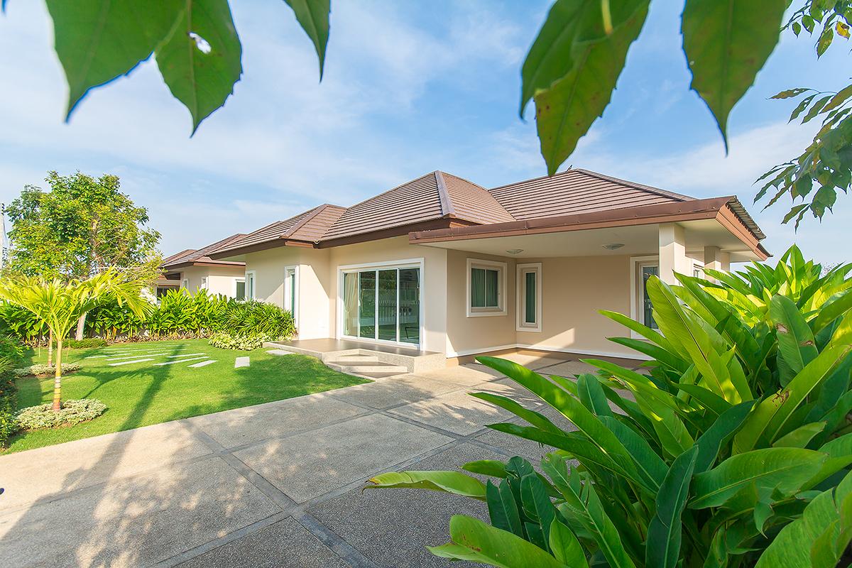 Beautiful  Villa for Sale at Chonsiri Pranburi