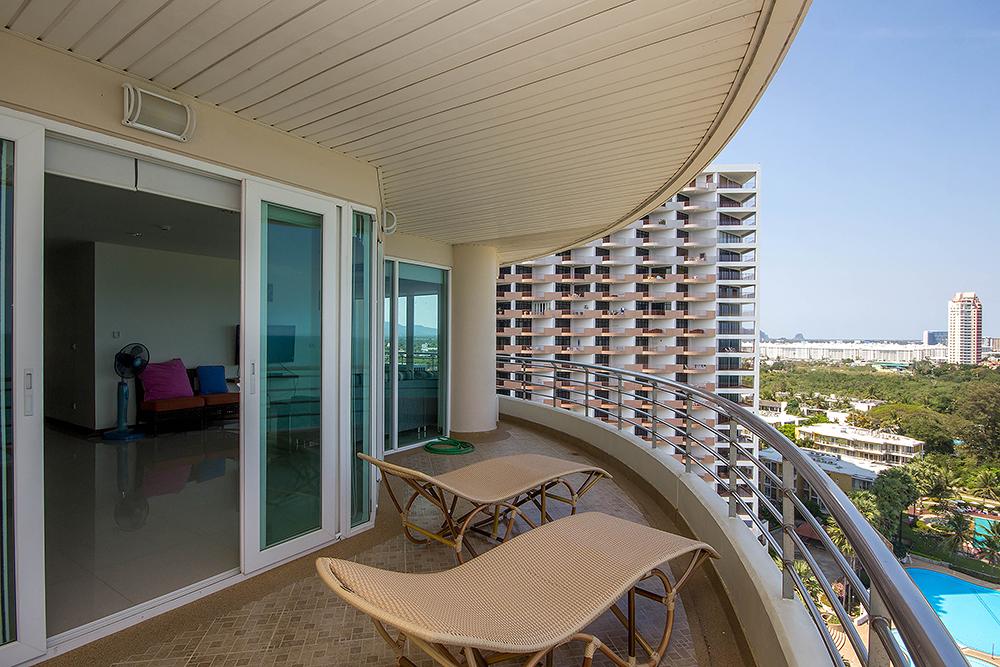 2 Bedrooms for Rent at Baan Hunsa Condominium