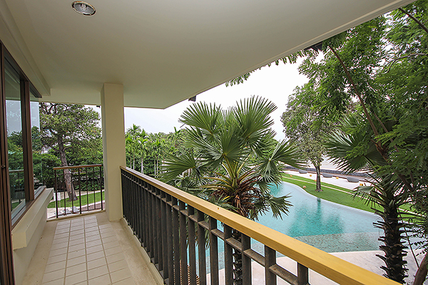 Beach Front Unit with a Great View 4 Bedroom