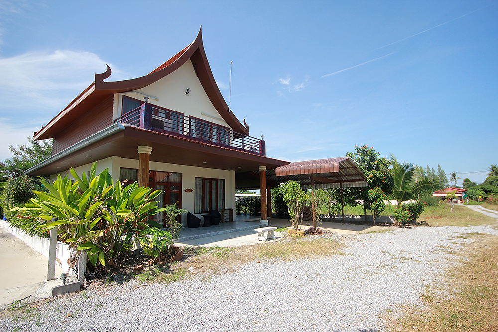 Beautiful Villa for Sale at Scan Park near Black Mountain Golf Course