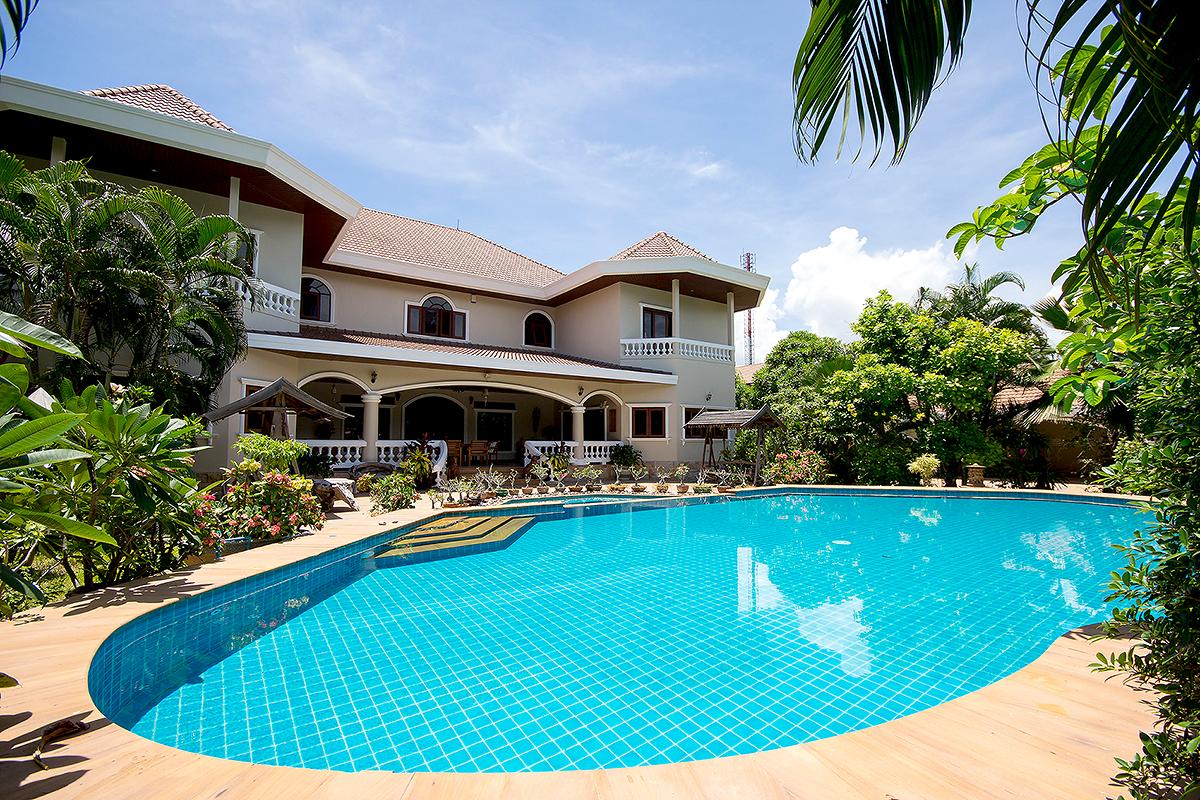 Luxury Villa For Sale in Town
