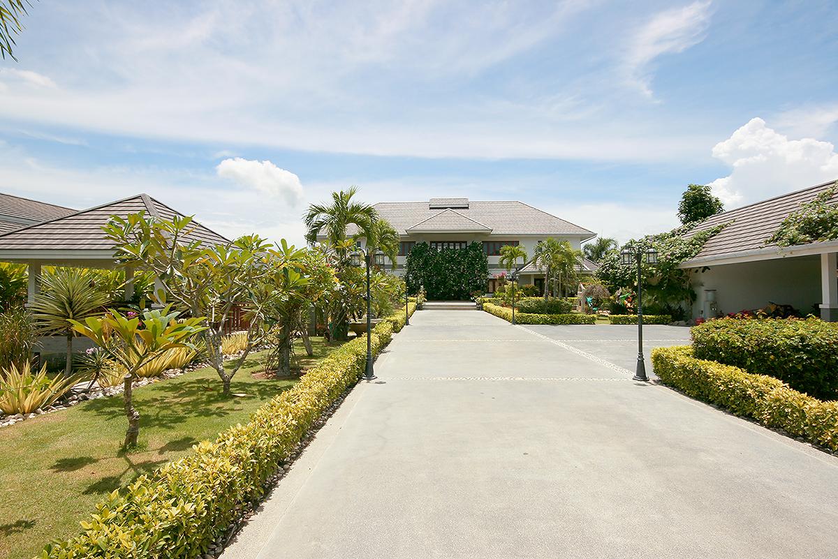 Luxurious House on  3 rai of Land