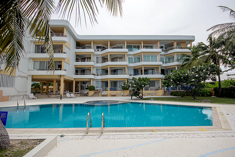 1 Bedrooms beach front, in town For Sale