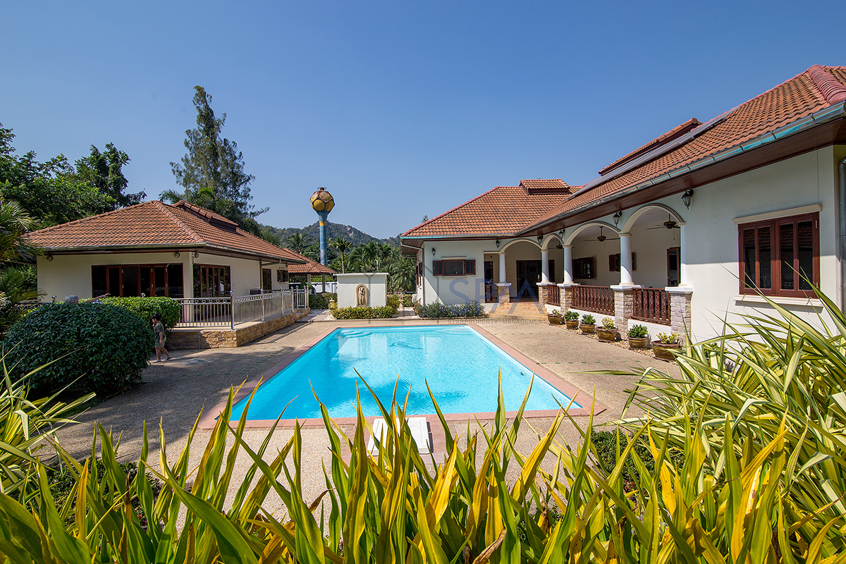 Beautiful Pool villa on 2,400 sq.m. of land at Ch Am with great mountain view for Sale