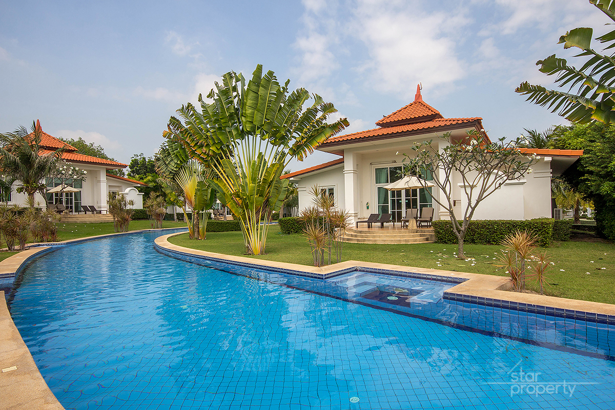 2 Bedrooms Villa with Pool & Beautiful Landscaped Garden for rent at Banyan Residences Villas
