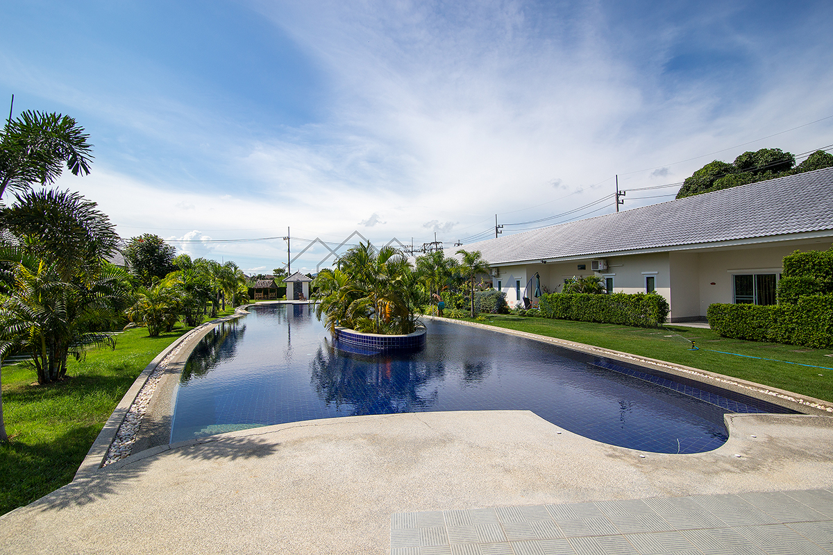 2 bedrooms town house for rent at Gold Hua Hin Soi 88