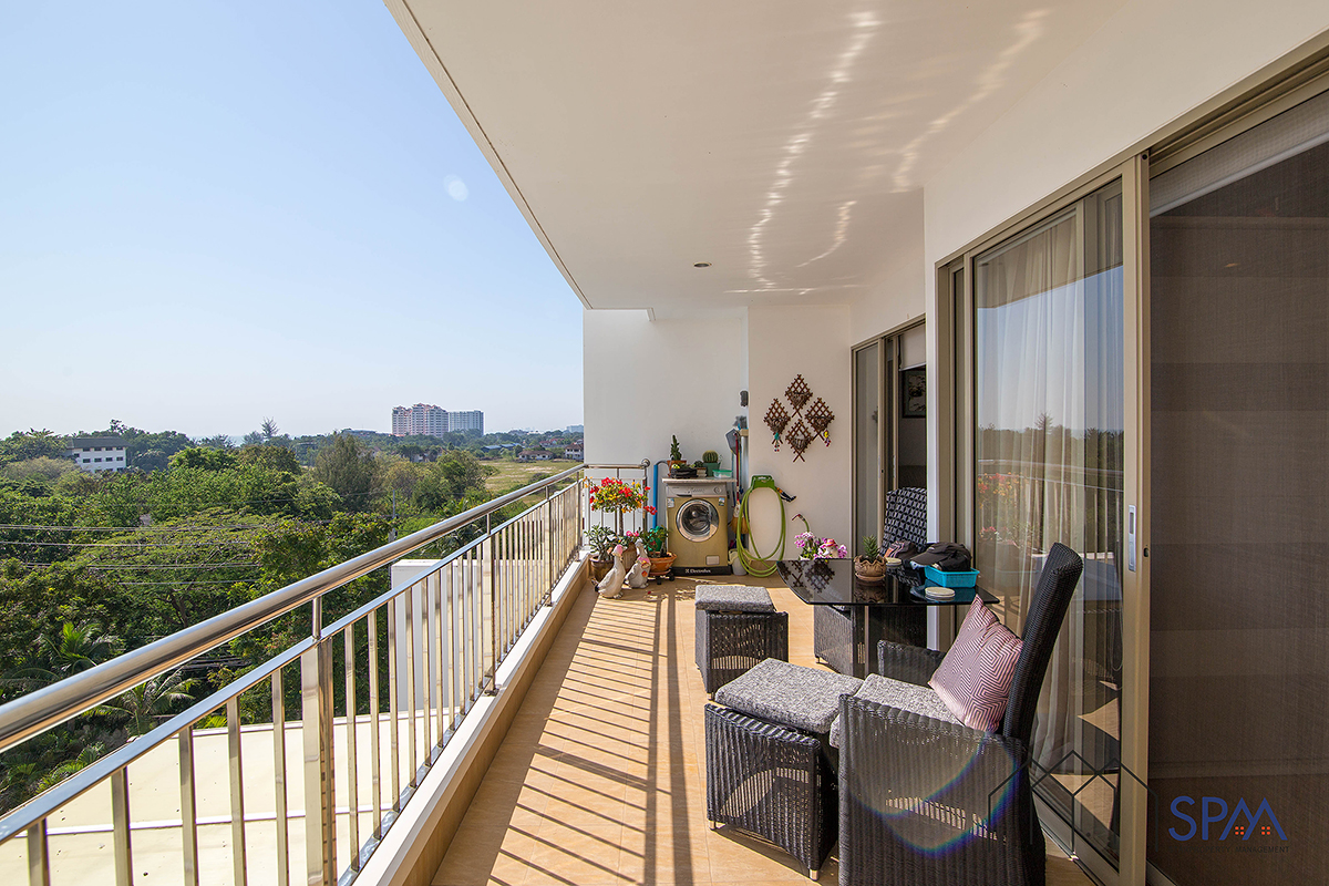 2 Bedrooms Unit at Boat House Condominium with Sea View for Sale